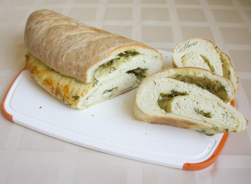Чесночный багет с сыром