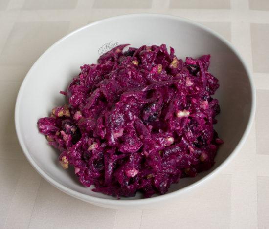 Салат из свеклы с черносливом орехами чесноком