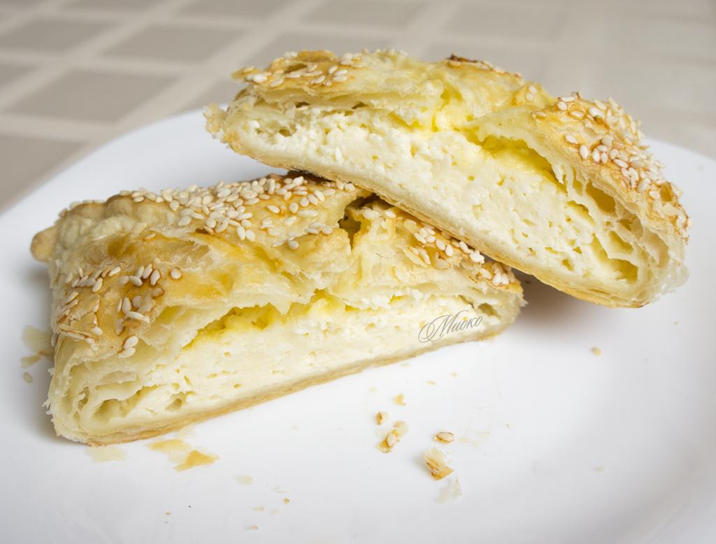Рецепт слоеное тесто с творогом и сыром