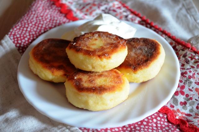 Сырники из творога с изюмом (пошаговый рецепт)