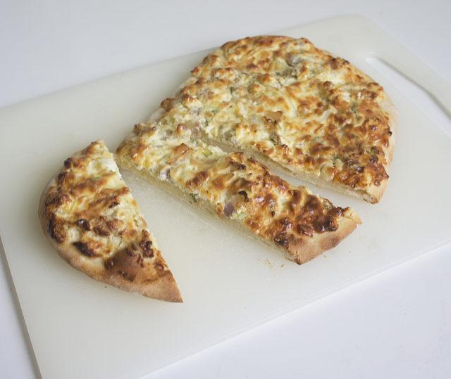 Фламмкухен из Эльзасса — пирог с луком, беконом и сыром