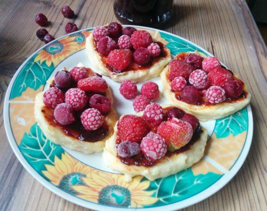 Сырники с вареньем и ягодами от Алены Водонаевой