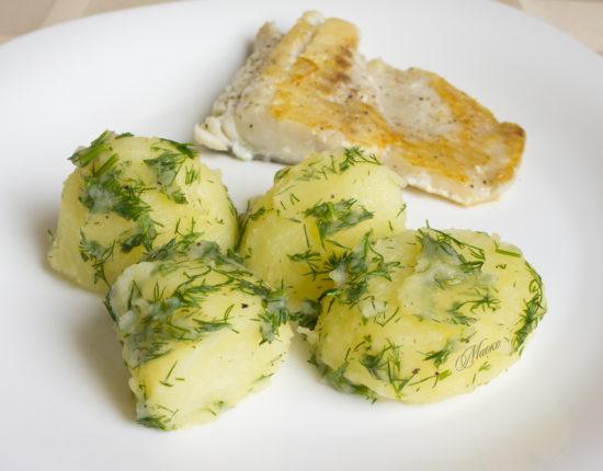 Отварной картофель в соусе винегрет