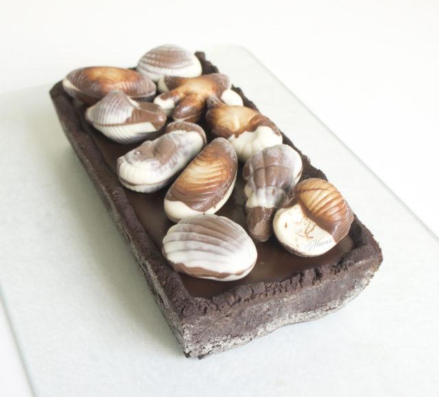 Шоколадный тарт с ореховой карамелью