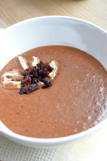 Шоколадная овсяная каша с черносливом
