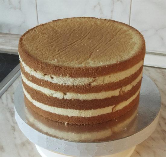 Сборка торта под крем\мастику с прокладкой крема бисквитными полосками