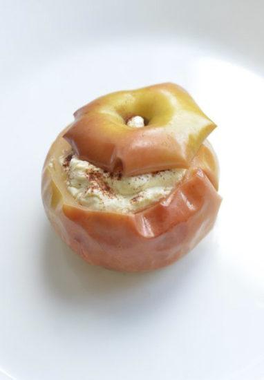 Запечённое яблоко с творогом