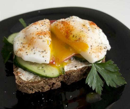 Бутерброд с яйцом-пашот
