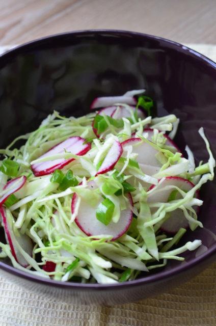 Капустный салат с редиской