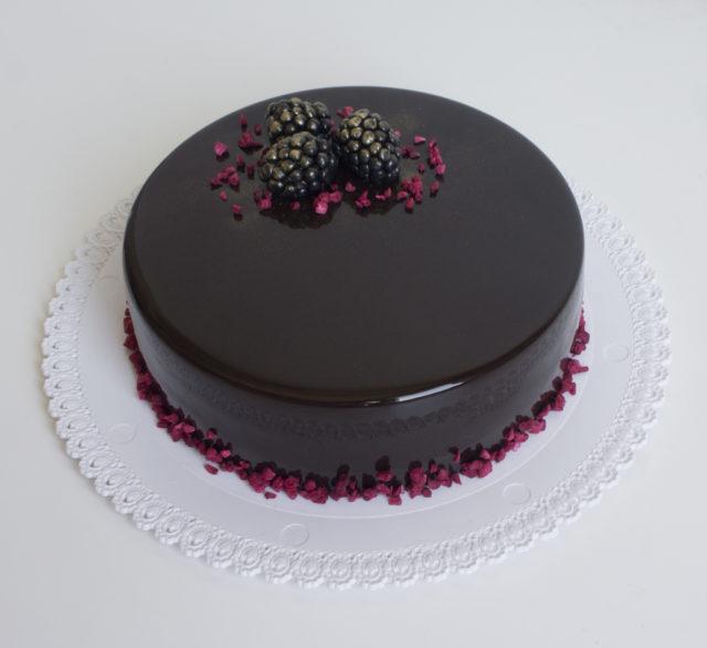 Шоколадный торт с банановой карамелью