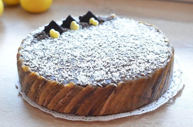 Шоколадный торт-мусс с кокосом и бананом
