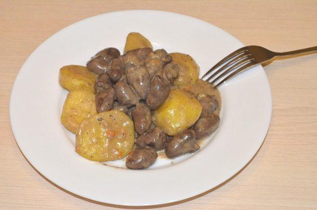 Куриные сердечки с картофелем