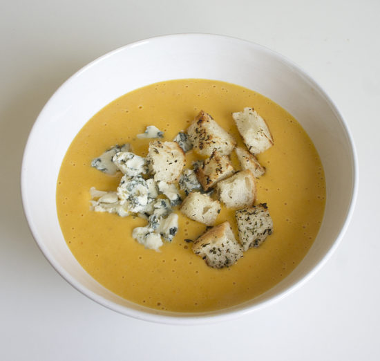 Тыквенно-сырный суп с крутонами