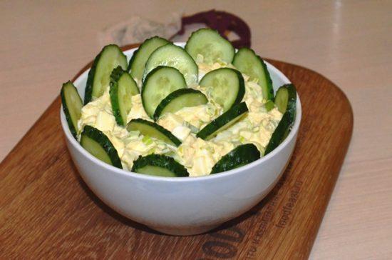 Простой салат-закуска с крилем