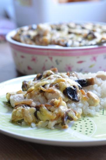 Рис с курицей и грибами в горшочках