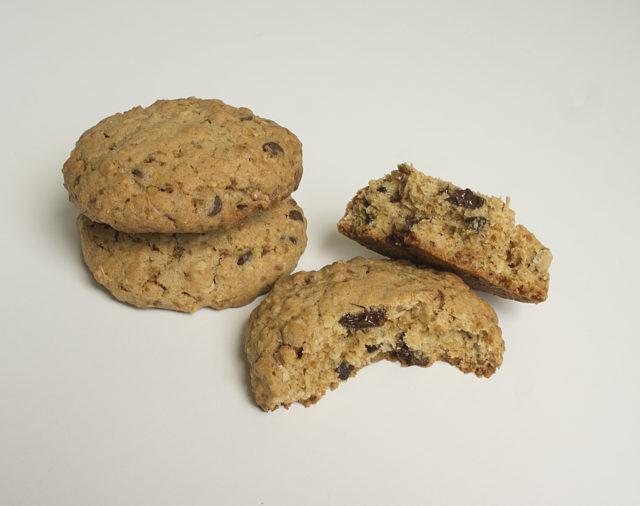 Американское овсяное печенье с орехами и шоколадом
