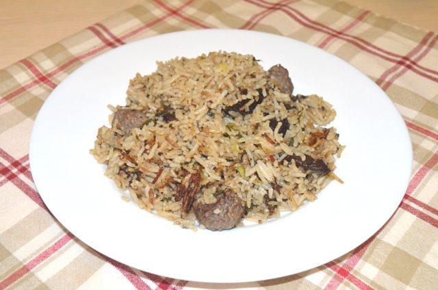 Aash-e Aaloo — Мясные шарики с рисом, черносливом и пряными травами