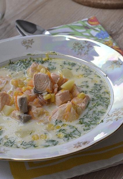 Чаудер с лососем и креветками