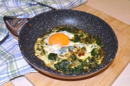 Nargesi Esfenaaj — шпинат с яйцом по-ирански