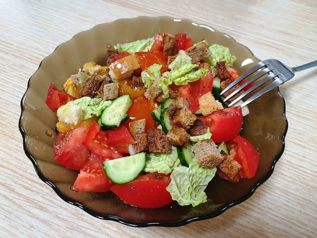 Овощной салат с хурмой