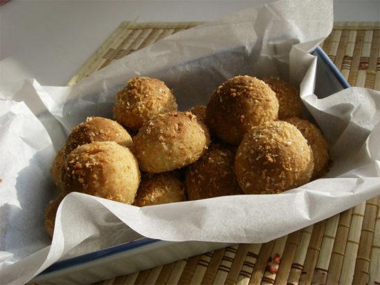 Печенье «Кокосовые шарики с начинкой из чернослива и изюма»