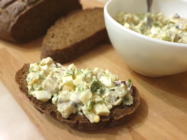 Gubbröra (губбрёра) или искушение старика. Шведский салат с сельдью и яйцом.