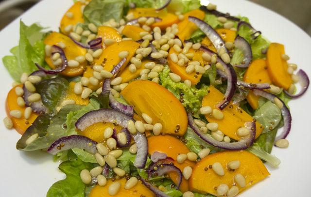 Салат с хурмой и кедровыми орешками