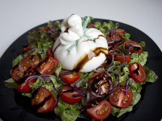 Салат с бураттой