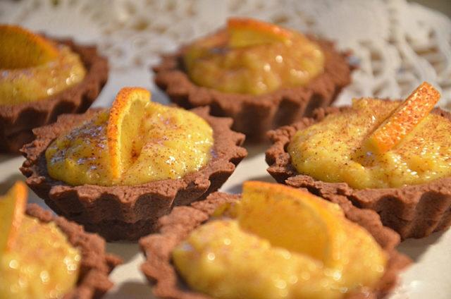 Шоколадные тарталетки с апельсиновым курдом