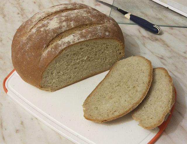 Хлеб серый на кефире