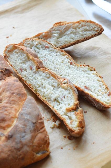 Хлеб-фокачча с салями и сыром
