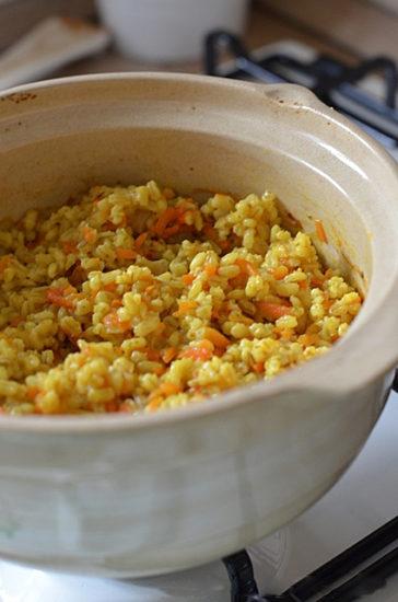 Перловая каша с луком и морковкой