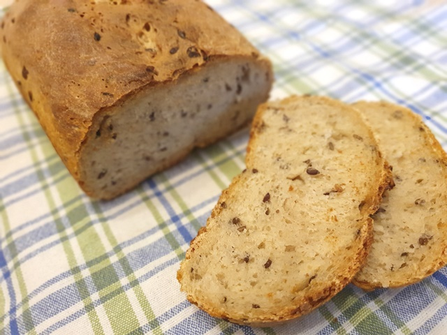 Литовский пшеничный хлеб с семенами льна