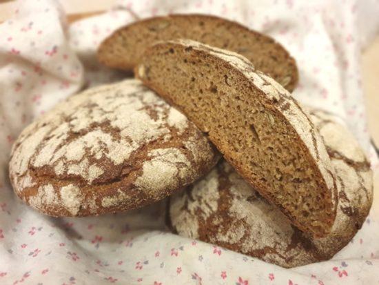 Ржаной хлеб на закваске с семечками и тмином