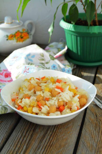Рис с нутом и кукурузой по-восточному