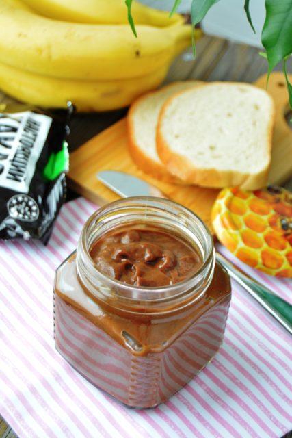 Шоколадный крем из банана и авокадо