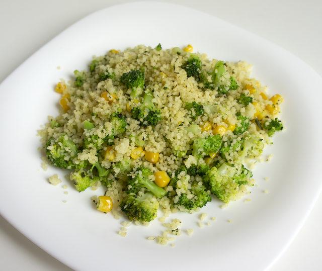 Кус-кус с брокколи и кукурузой